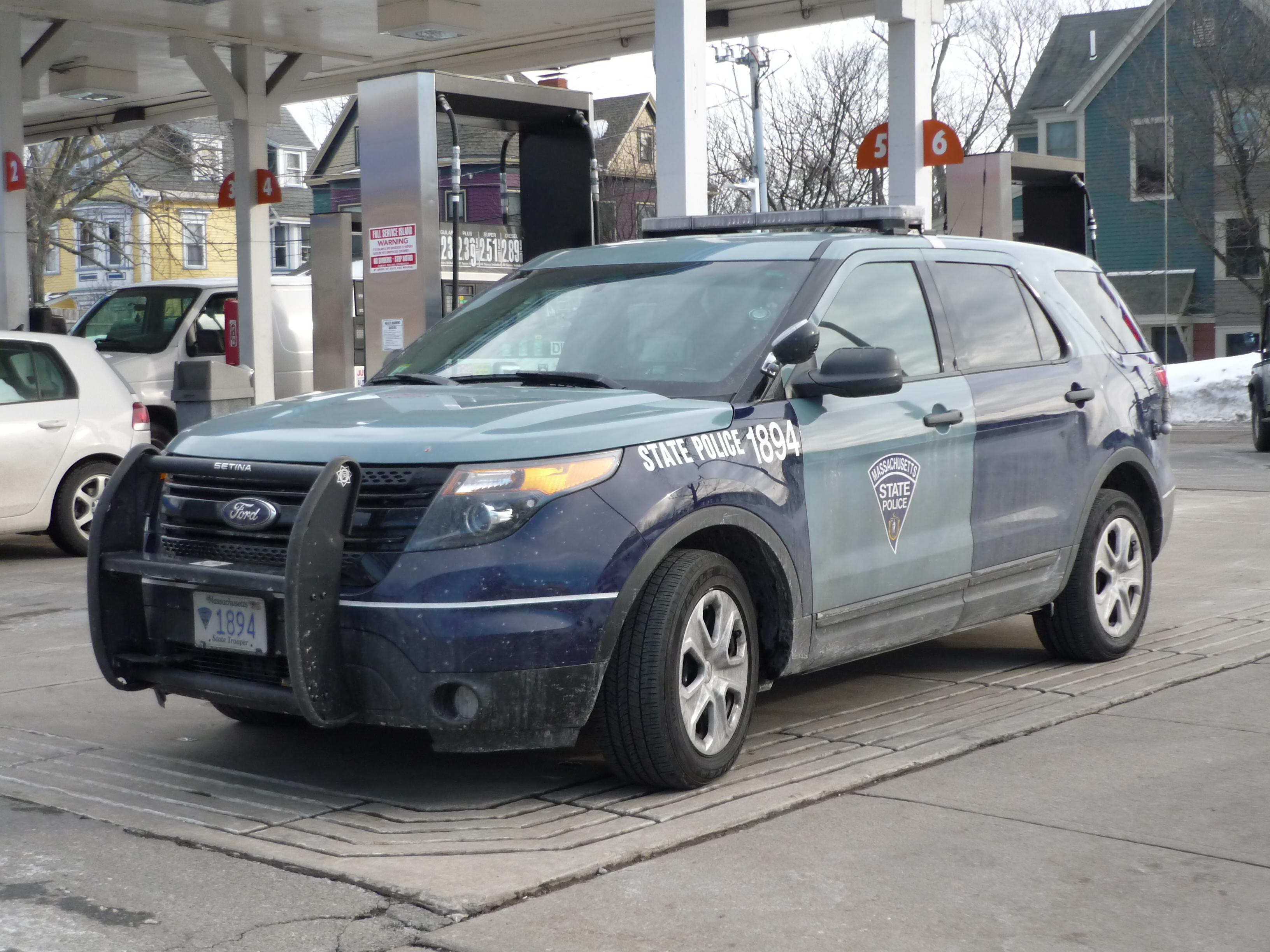 File:Massachusetts State Police Ford Police Interceptor Utility-2
