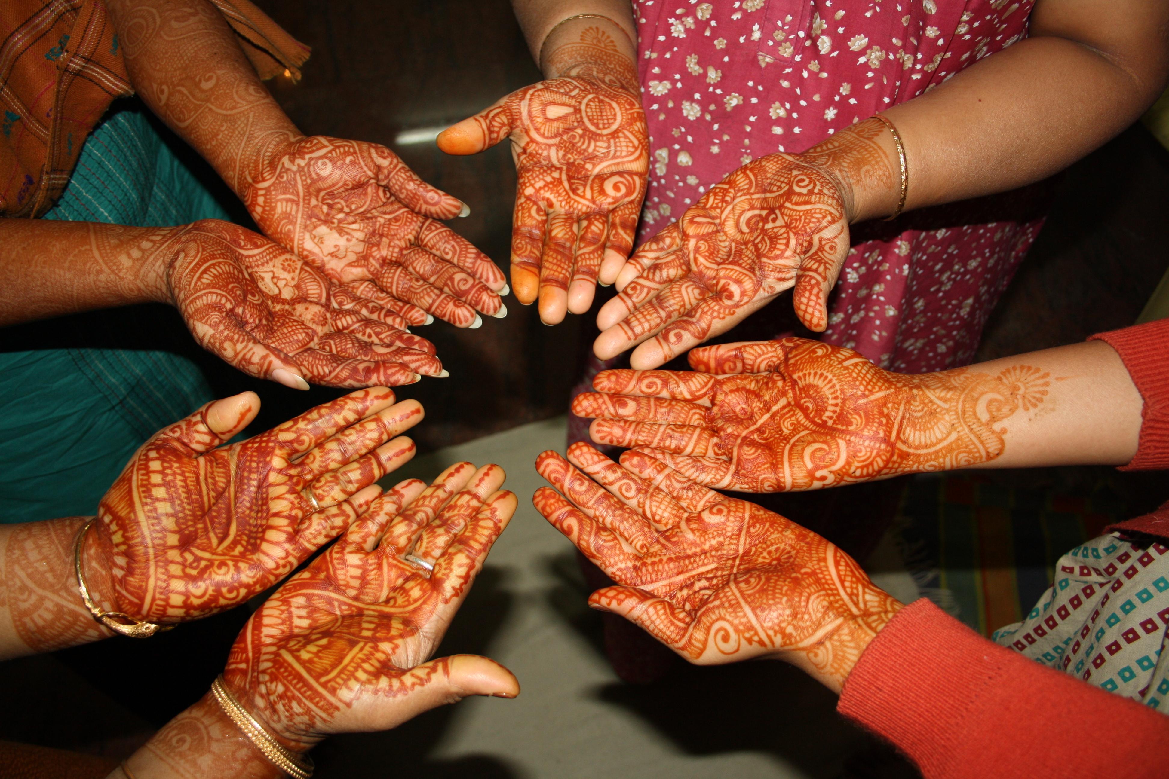 Mehndi Ceremony Wiki : File mehendi on hands g wikimedia commons