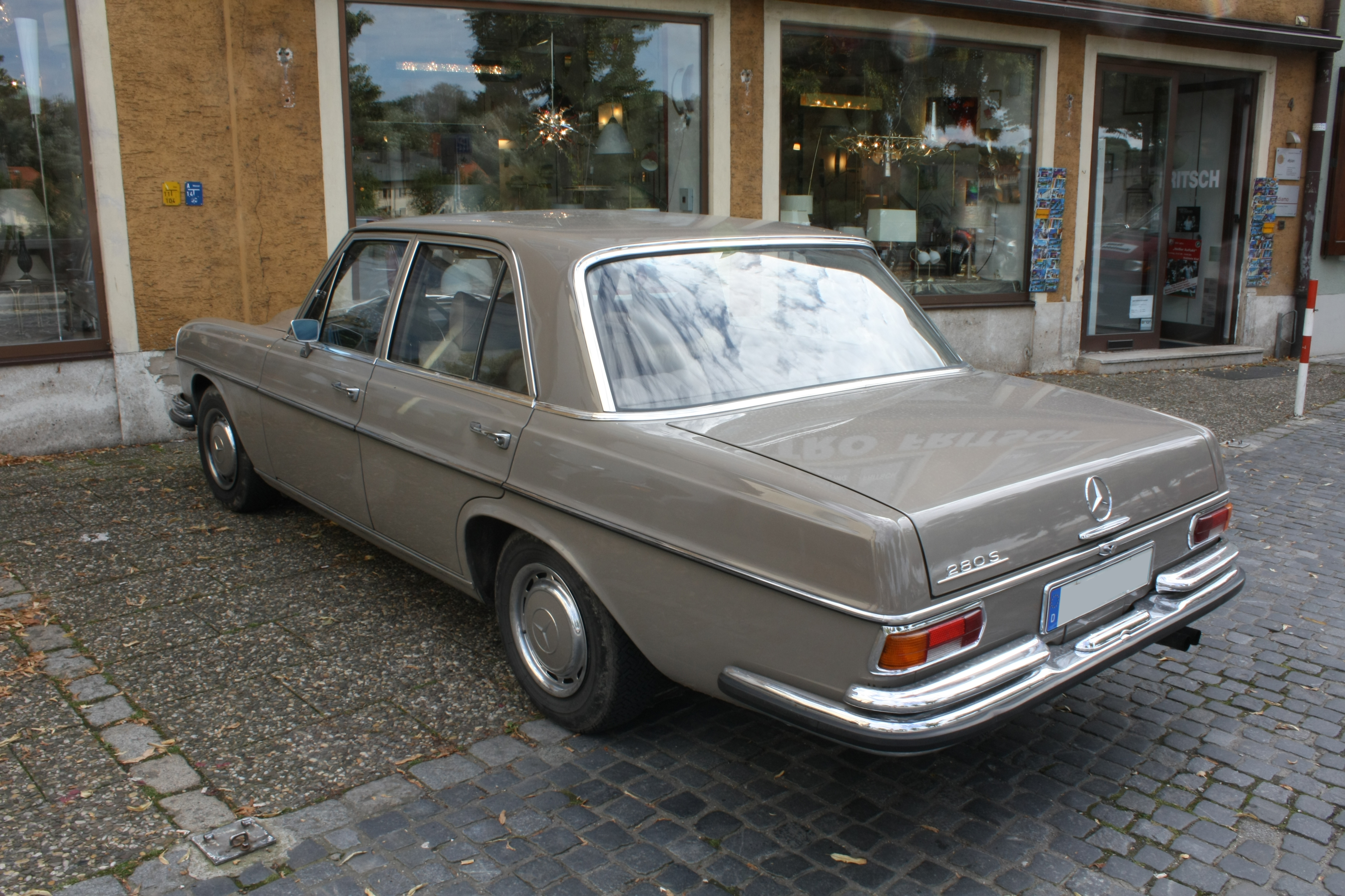 File mercedes benz w108 280s wikimedia commons for Mercedes benz 108