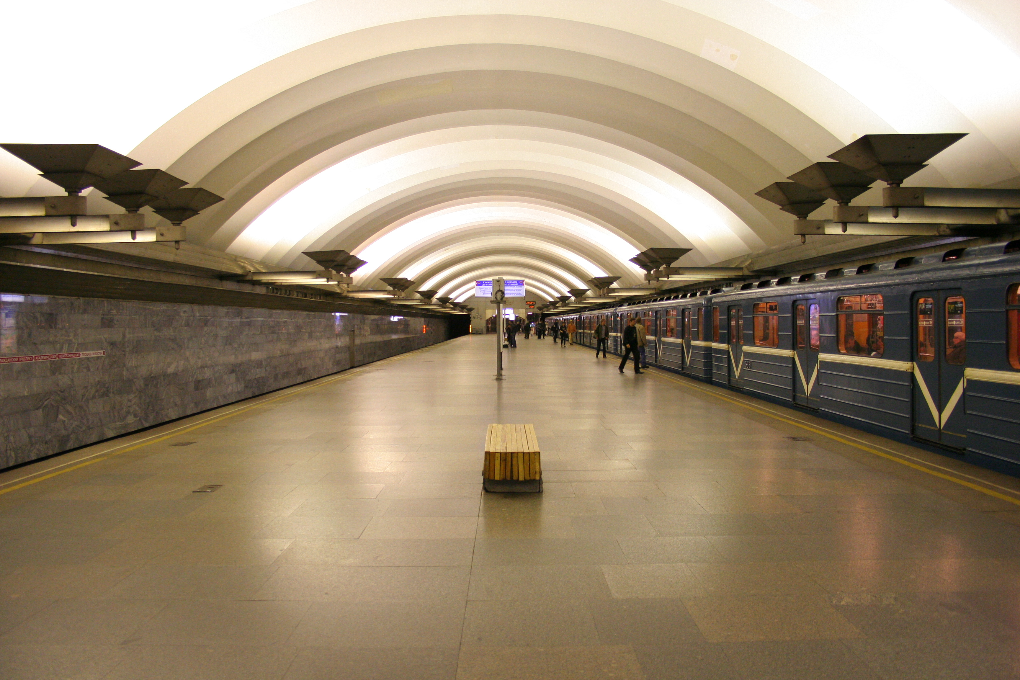 Впетербургском метро проведут Wi-Fi