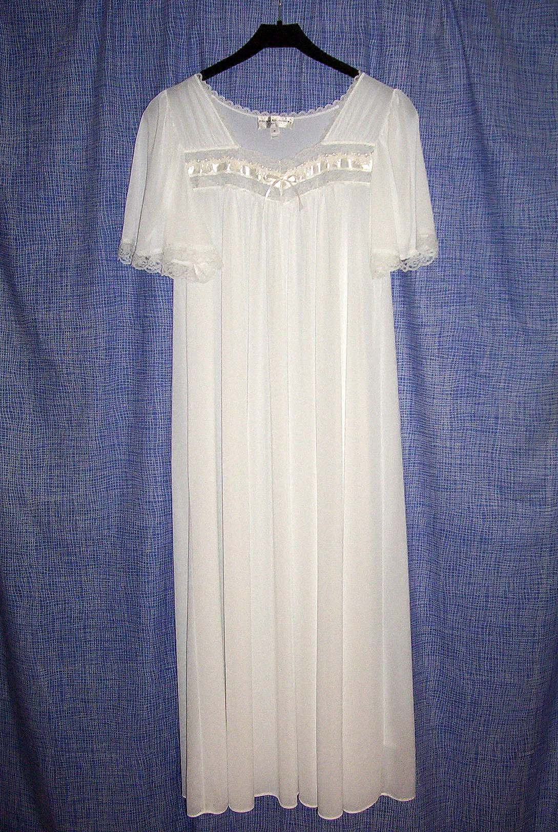 Gown - Simple English Wikipedia, the free encyclopedia