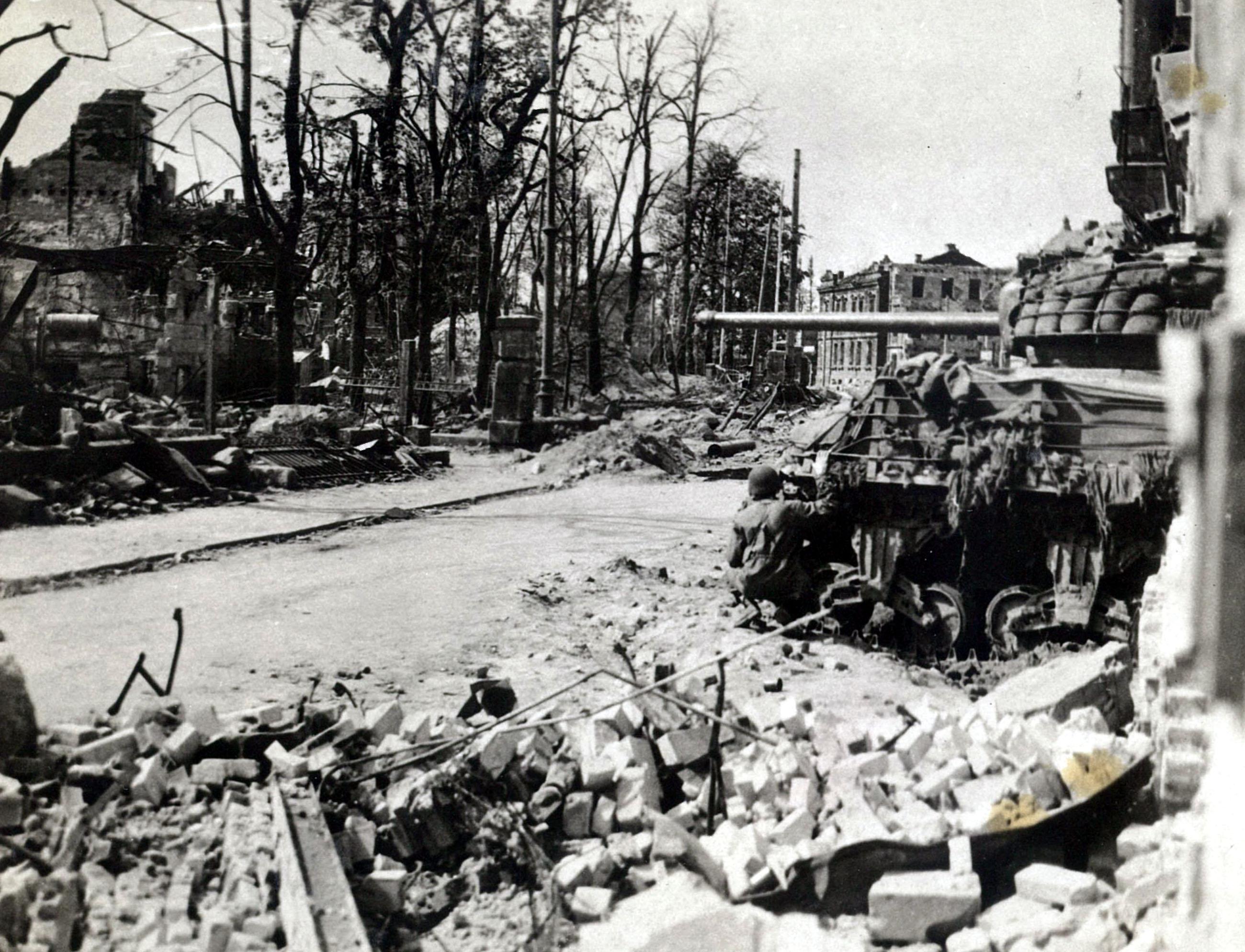 N%C3%BCrnberg_im_April_1945_10