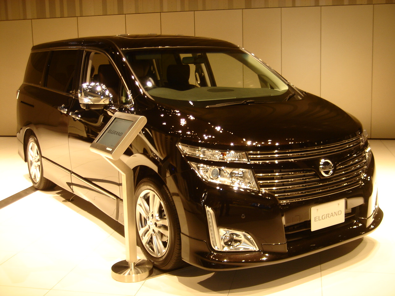 File Nissan Elgrand E52 Highway Star Jpg Wikimedia Commons