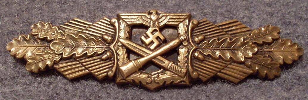 Nahkampfspange Heer Bronze.jpg