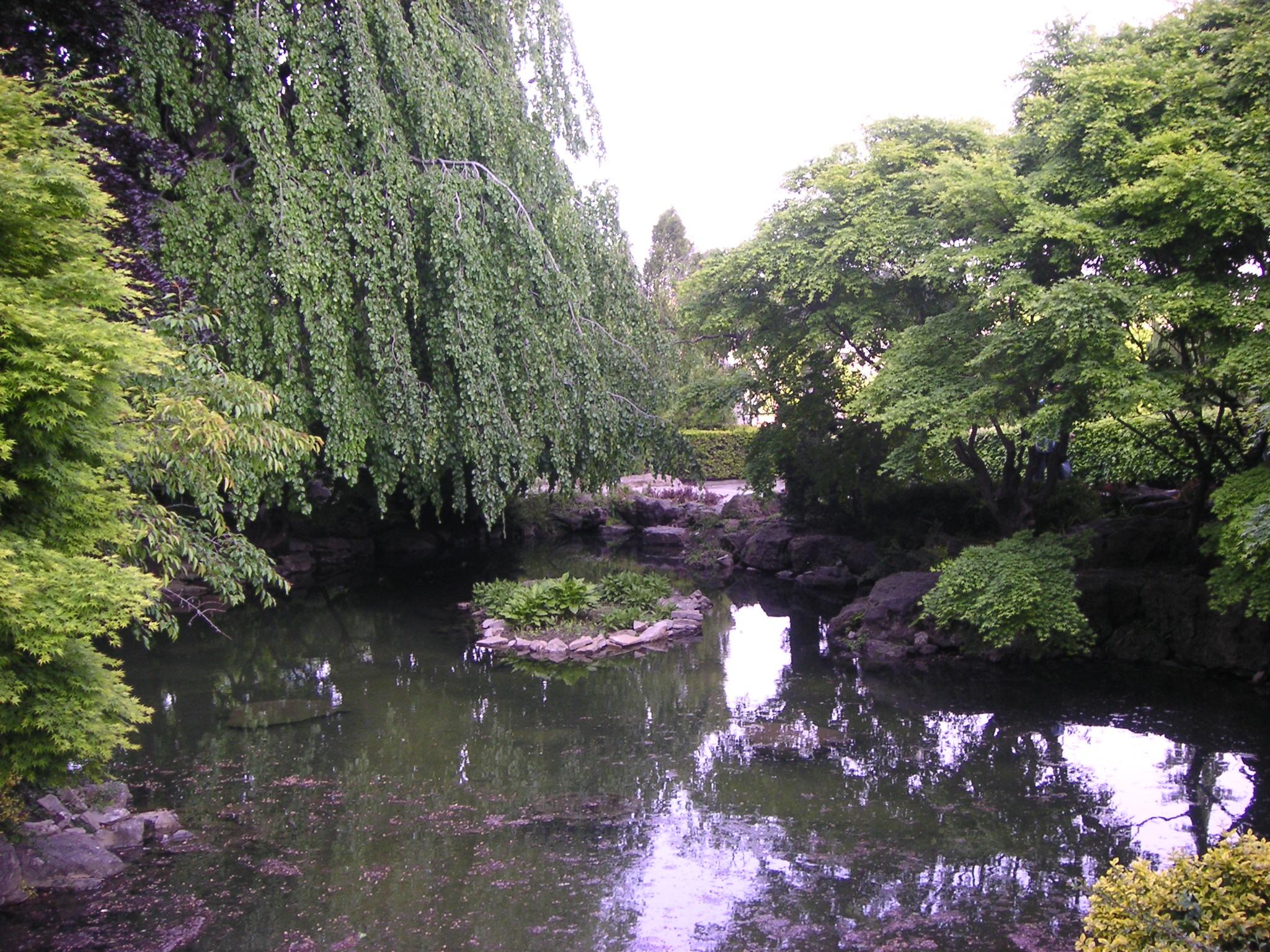 File Niagara Falls And Garden Pond Jpg Wikimedia Commons