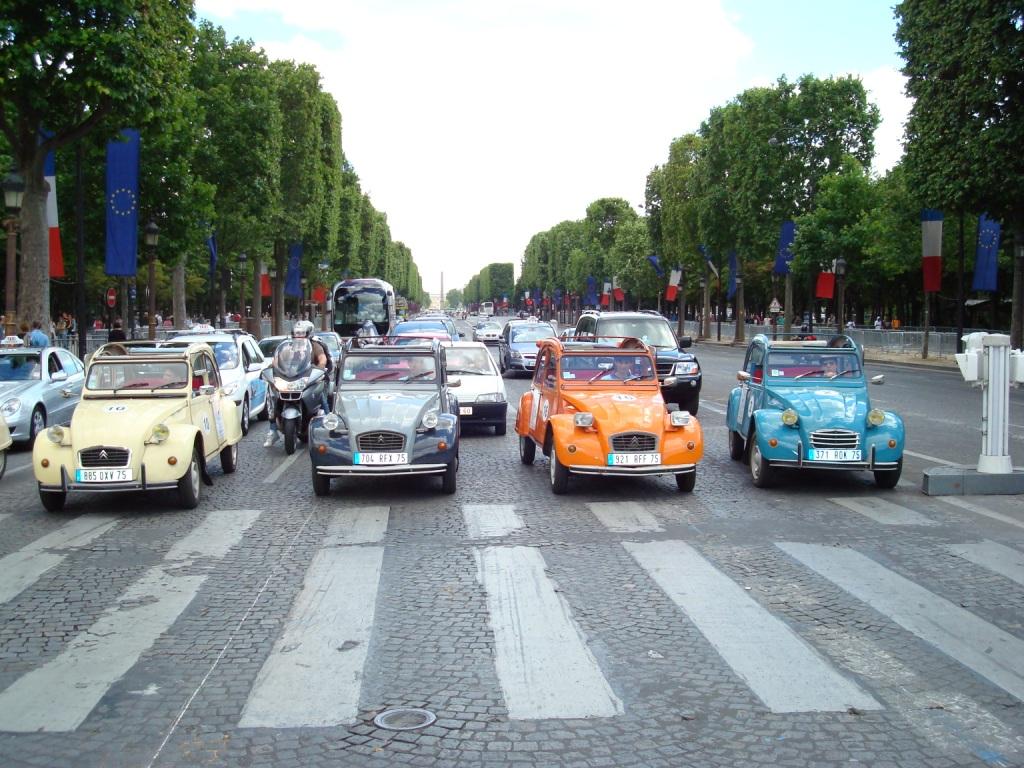 Paris -Champs-Elysées Prestige.JPG