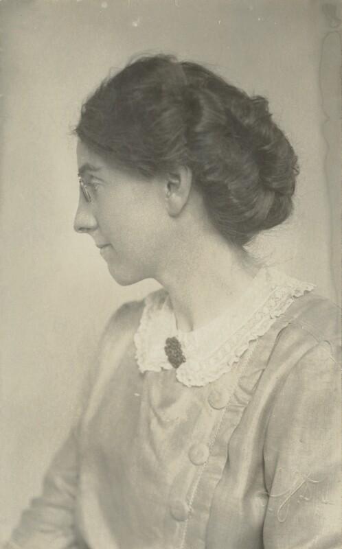 Pippa Strachey, c. 1900.jpg