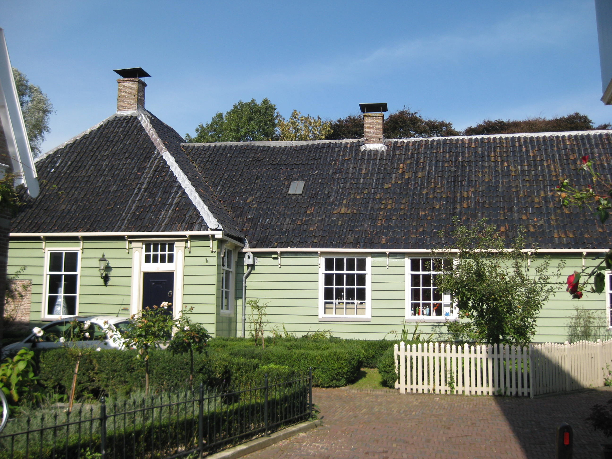 Houten huis met bredere achterbouw in broek in waterland monument - Houten huis ...