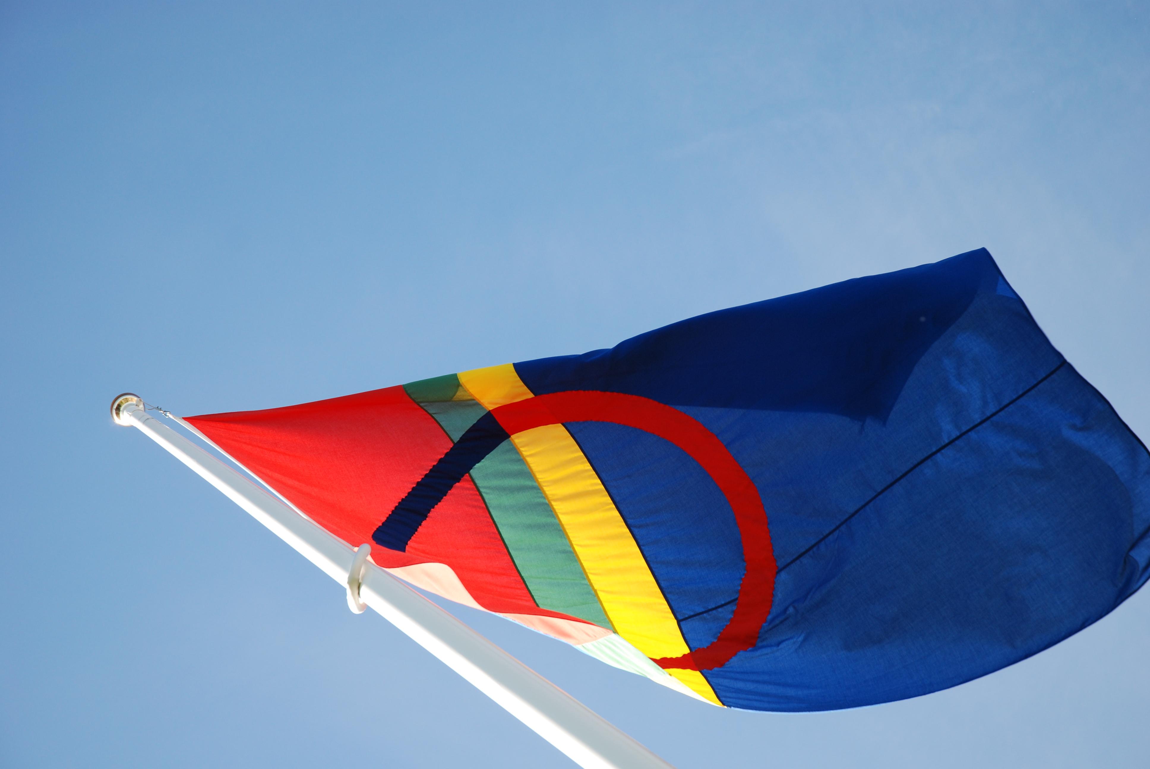 File:Samisk flagg.jpg - Wikimedia Commons: commons.wikimedia.org/wiki/file:samisk_flagg.jpg