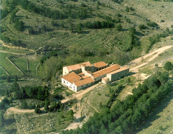 http://upload.wikimedia.org/wikipedia/commons/2/29/Santuario_de_San_Juan_Bautista_de_Pe%C3%B1agolosa_y_Santa_B%C3%A1rbara.jpg