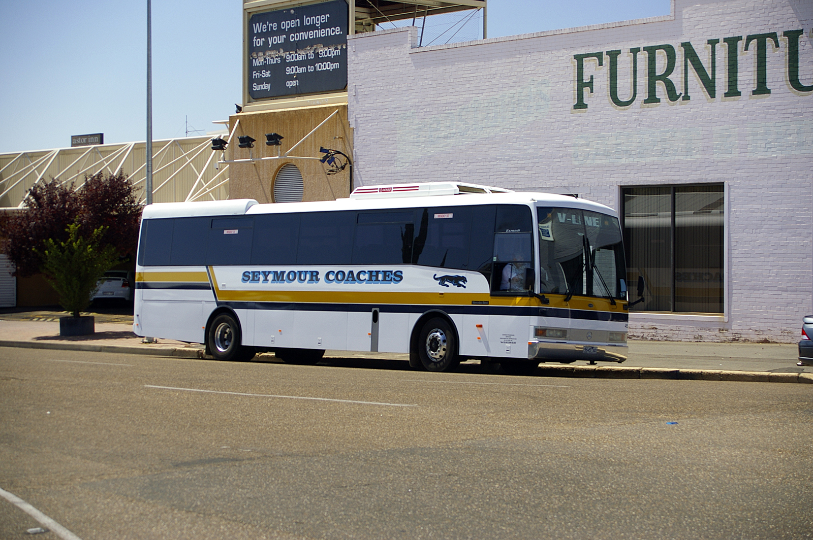 File seymour coaches express bodied mercedes benz oh1830 for Mercedes benz warehouse jobs