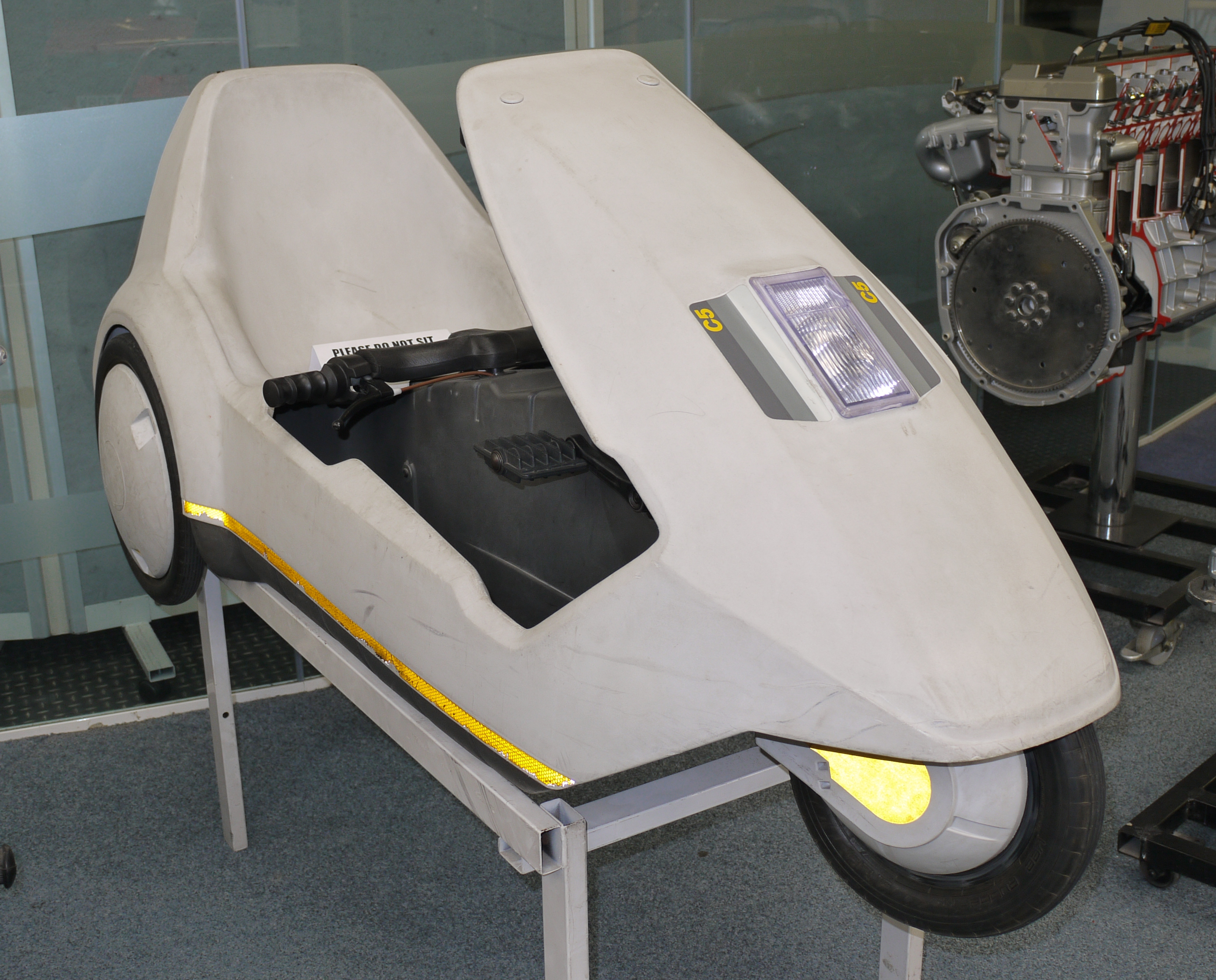 Sinclair_C5_Coventry_transport_Museum.JP