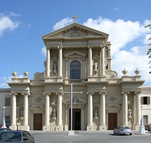 http://upload.wikimedia.org/wikipedia/commons/2/29/St._Catherine_rc_Cathedral%2C_Alexandria.jpg