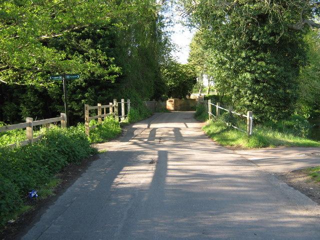 Stour Valley Walk crosses Bucksford Lane - geograph.org.uk - 1279193