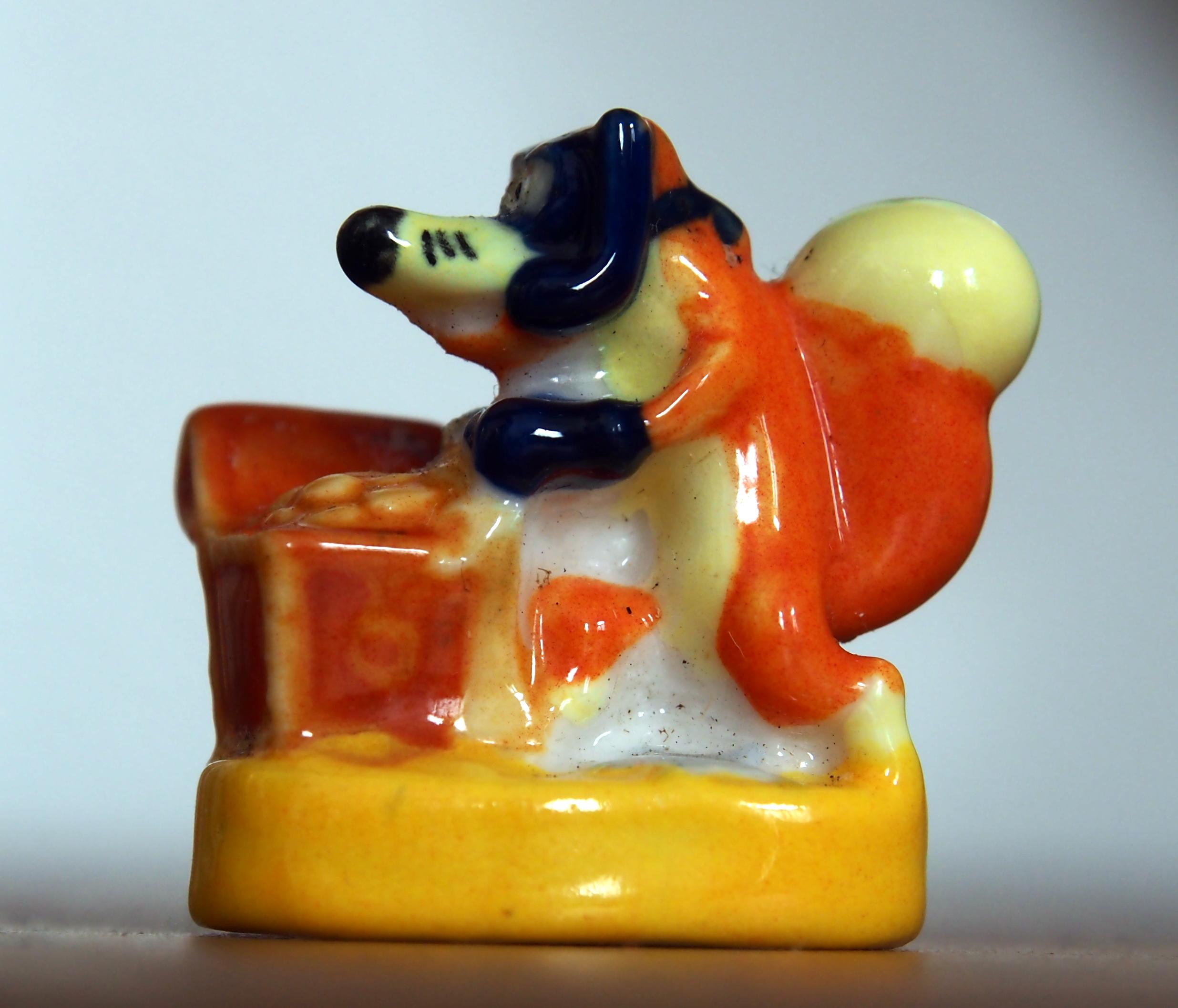 File strange animal porcelain feves et galette des rois photo2 jpg wikimedia commons - Date galette des rois ...