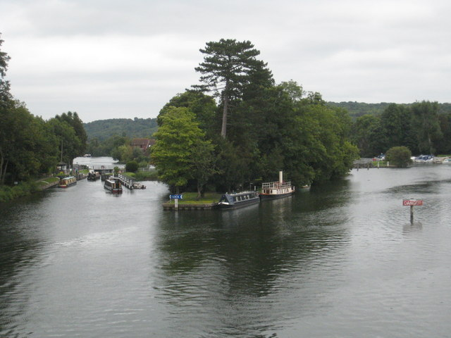 Temple Lock and Weir - geograph.org.uk - 957579