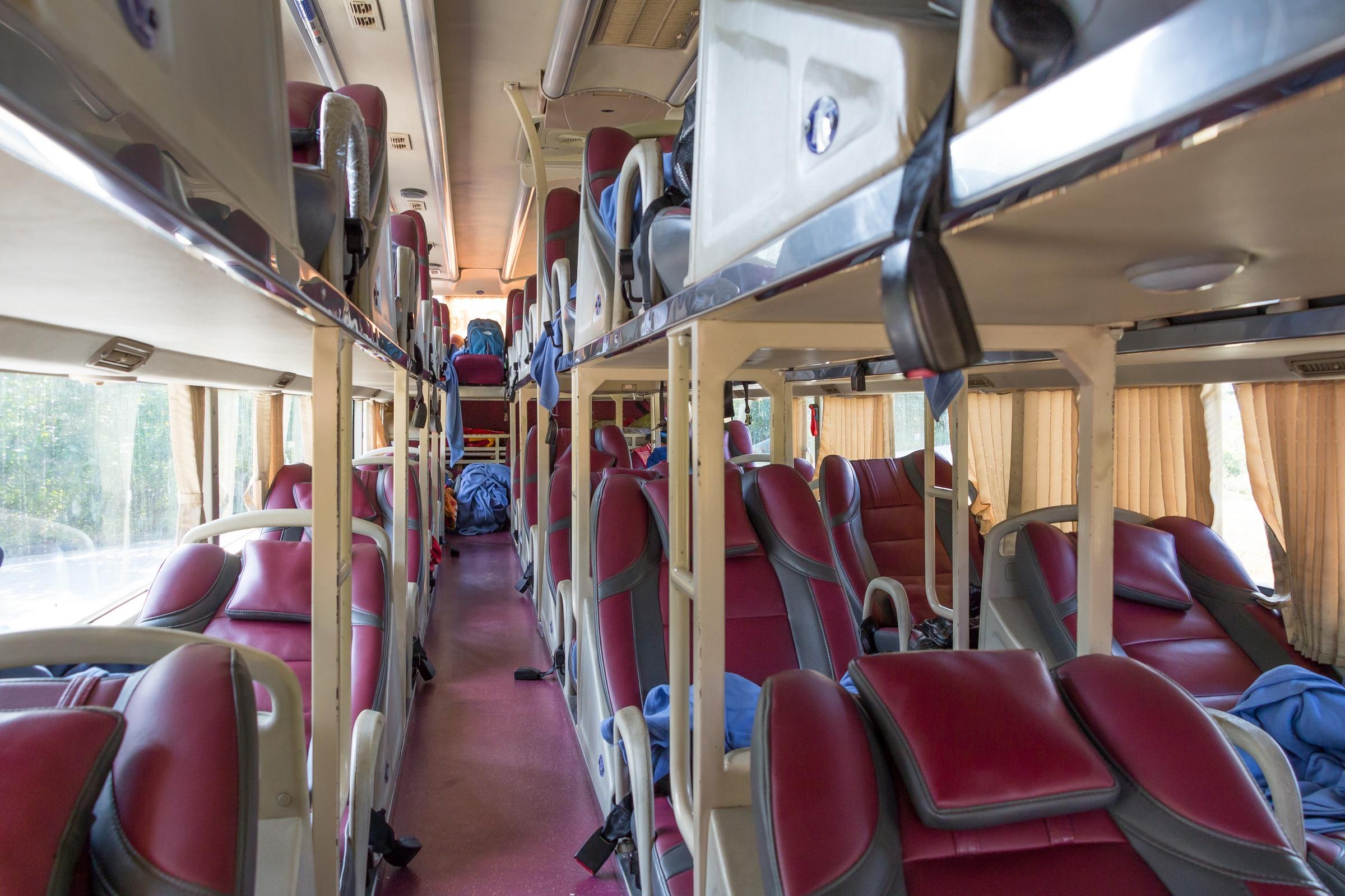 File:Thaco Mobihome sleeper bus interior.jpg - Wikimedia ...