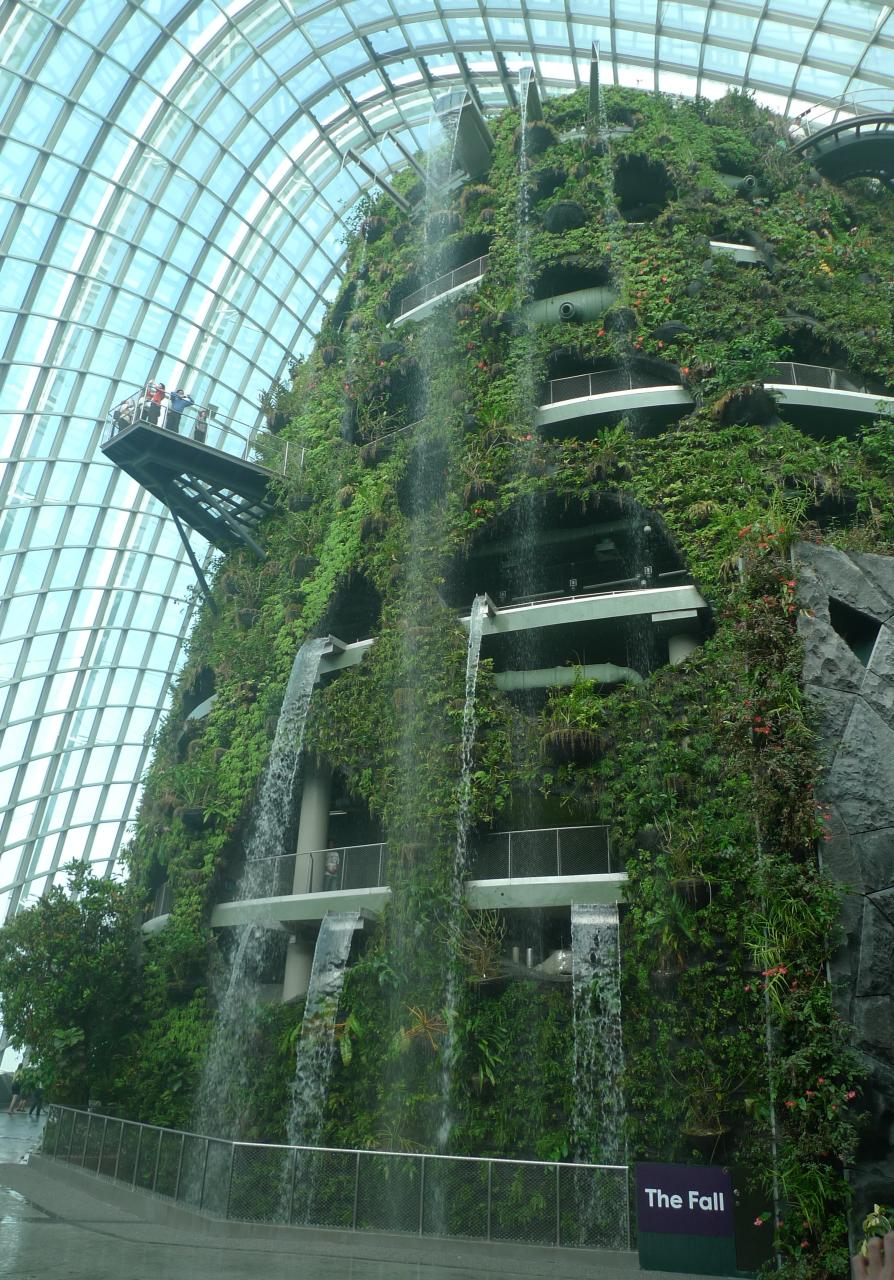 File:The Fall in the Cloud Forest, Gardens by the Bay, Singapore