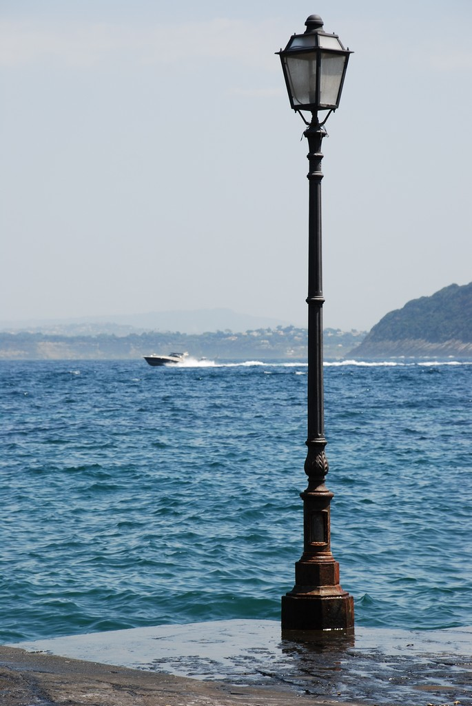 File:The Lamp Post And The Sea (3858142745)