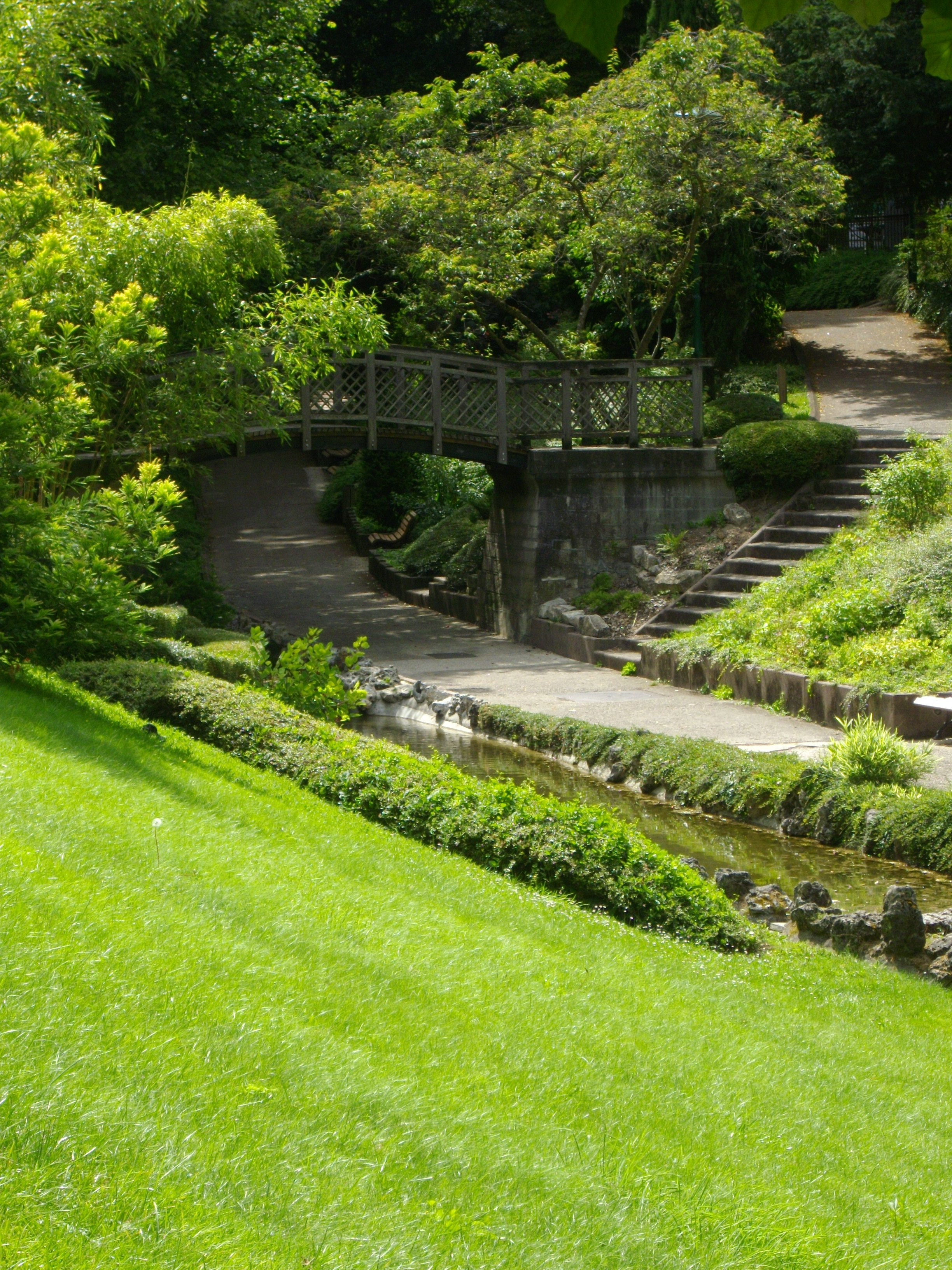 Les jardins de la valle vue de la valle de lyerres et du jardin de la proprit familiale de - Jardin de la vallee ...