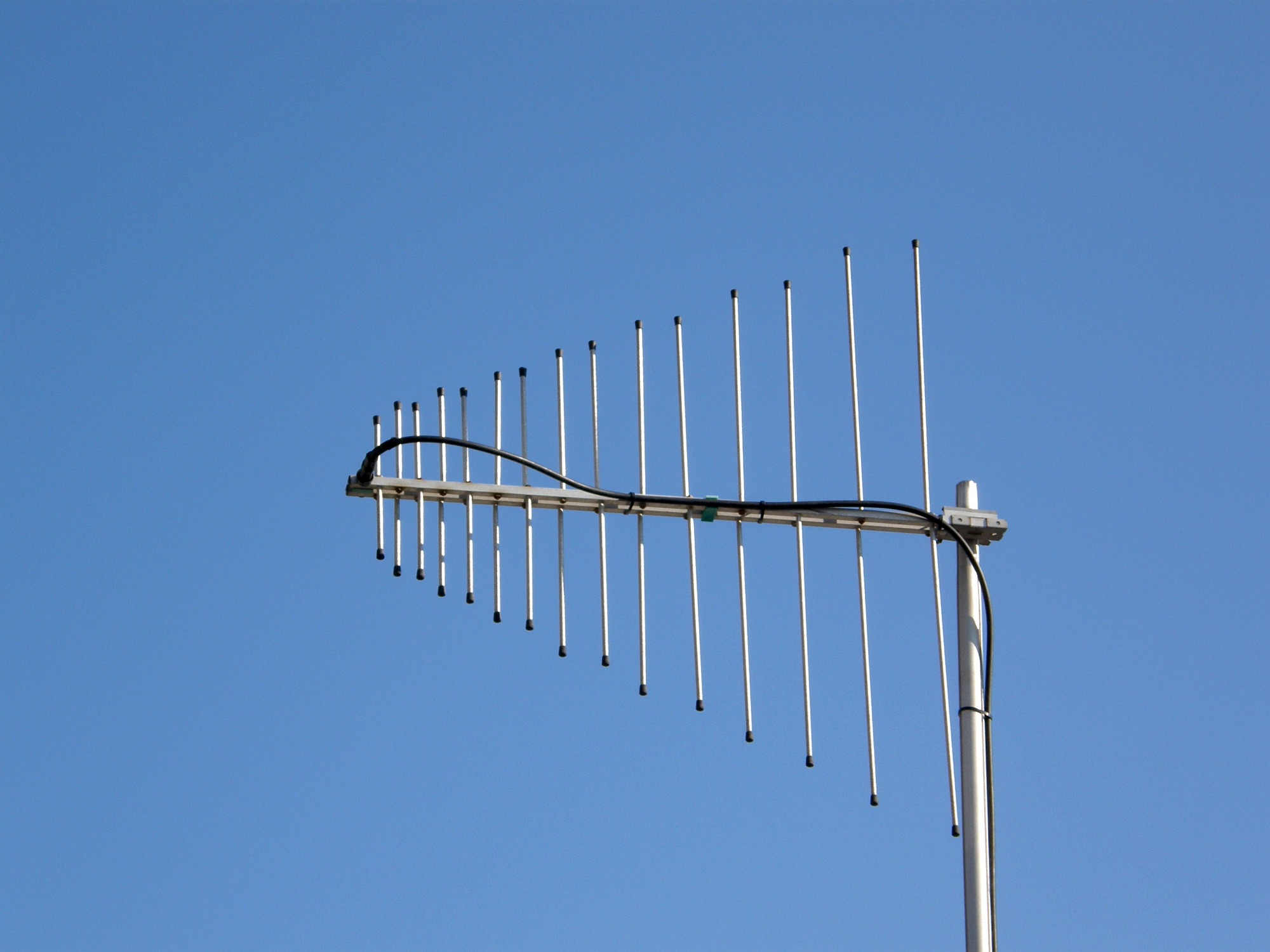 File VHF UHF LP Antenna further I  Ic F1000 Vhf Ic F2000 Uhf further Nautica 13 Rib 9098 also 154560 X Turbo 60 Antenna Cb Auto E Camion C871 besides 220 Mhz Ground Plane Antenna. on all type of vhf radio