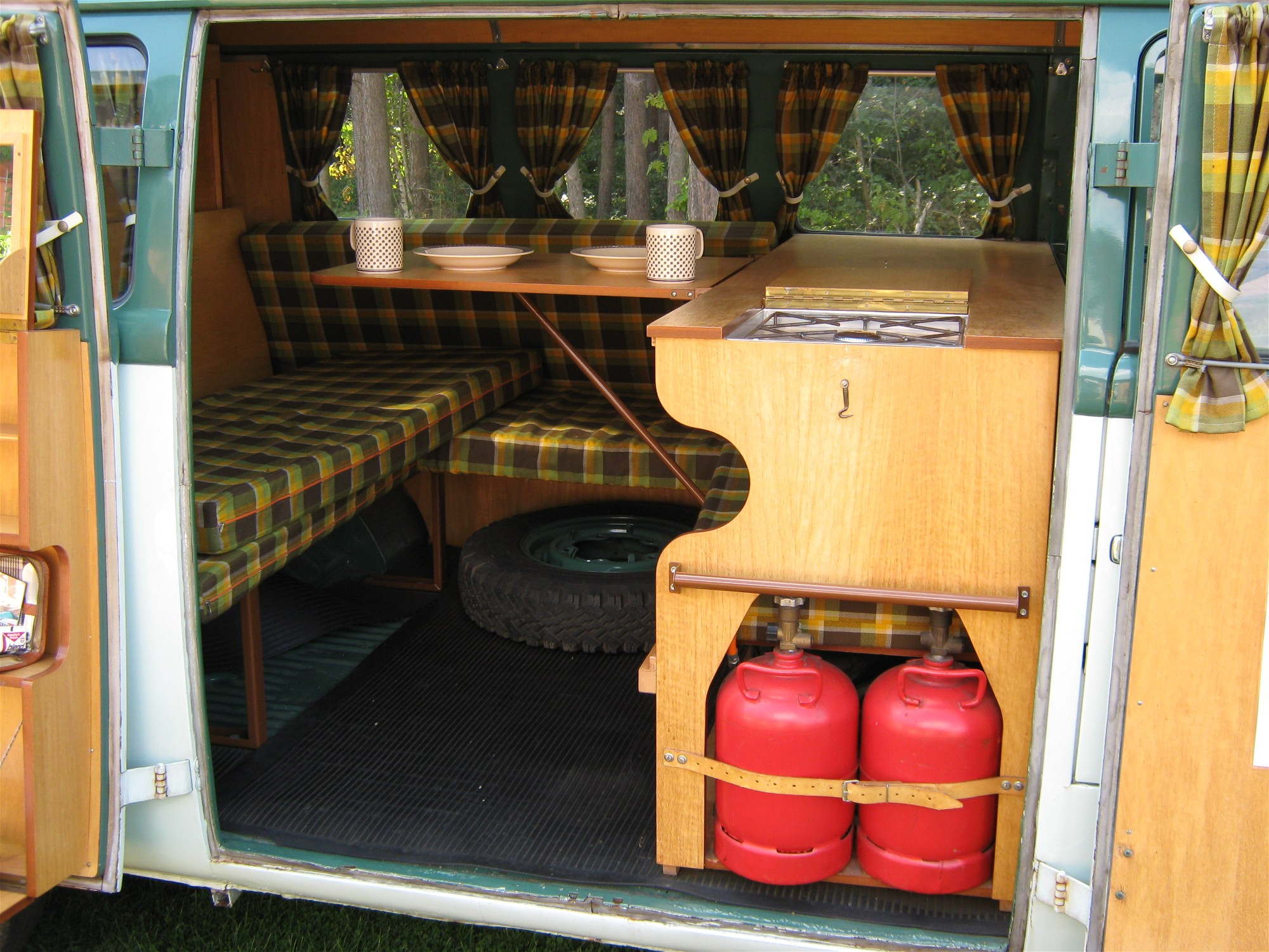 File westfalia campingbox wikimedia commons for Interieur westfalia t3