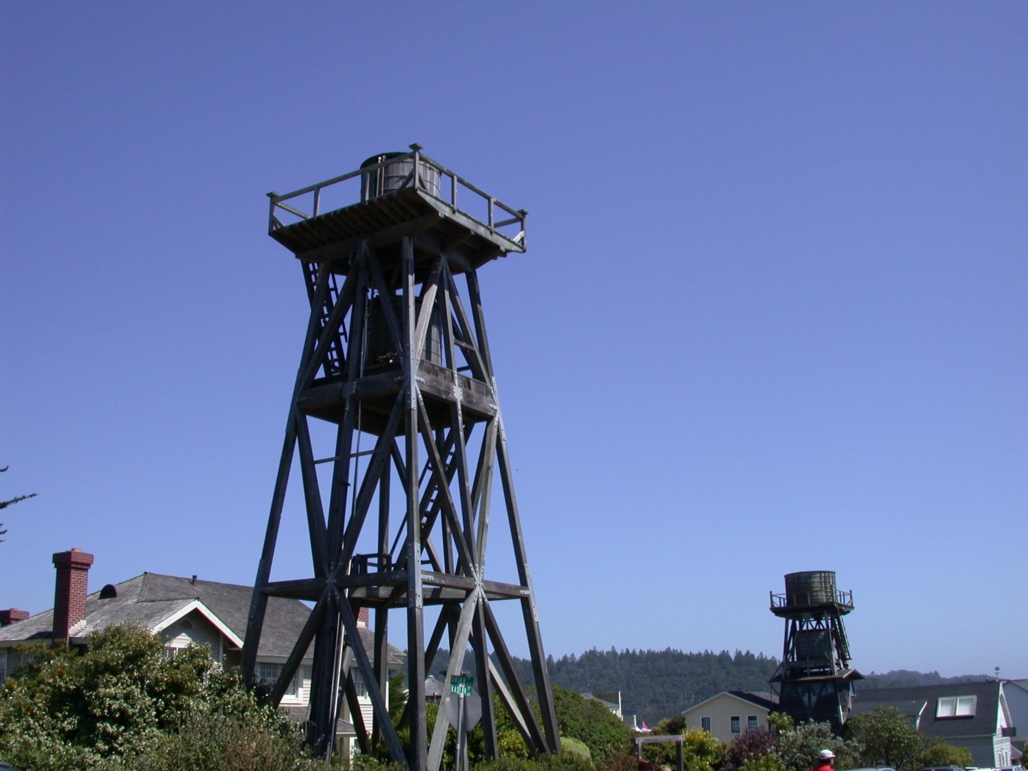 Wood-water-tower-mendocino-2.JPG