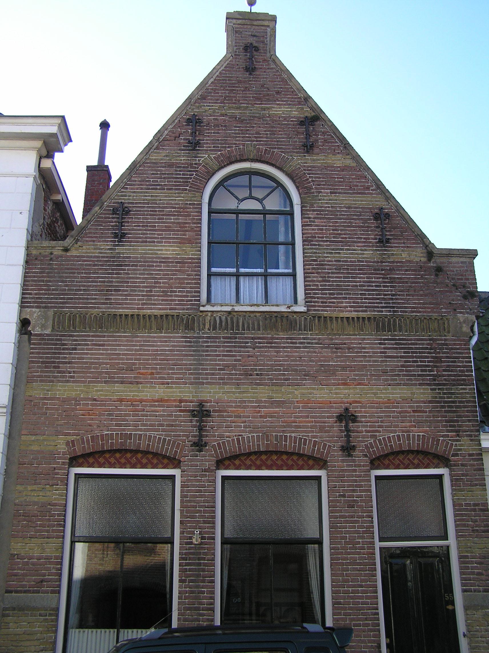 Huis met tuitgevel in zierikzee monument - Foto van eigentijds huis ...