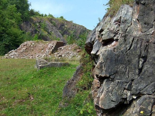 """""""Rock Face"""" - Rhymney Valley Ridgeway Footpath - geograph.org.uk - 896107"""