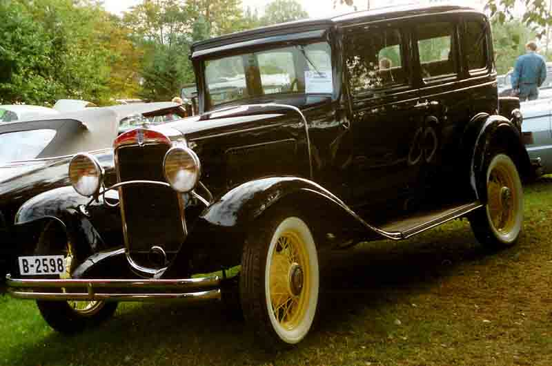 File 193x chevrolet 4 door sedan wikimedia commons for 1931 chevrolet 4 door sedan