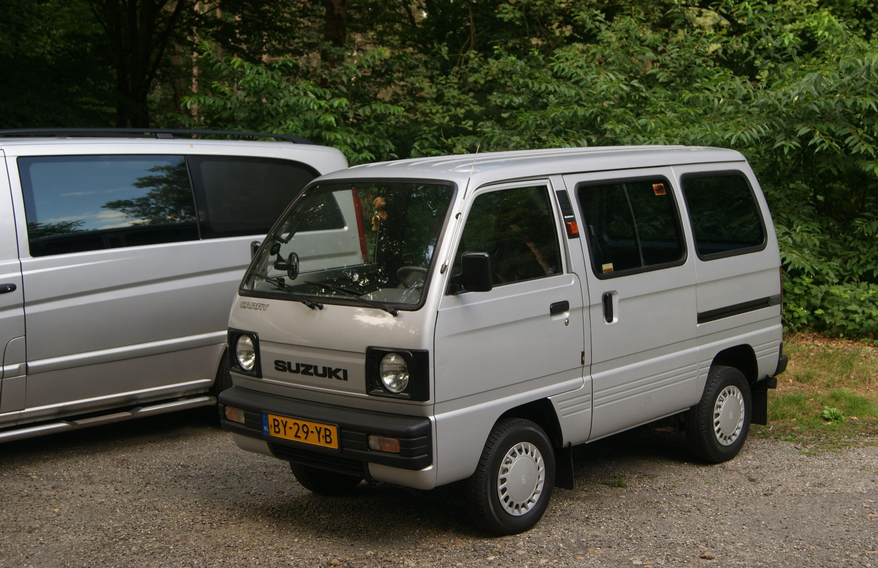 File:1987 Suzuki Carry Van (9545237774).jpg - Wikimedia Commons