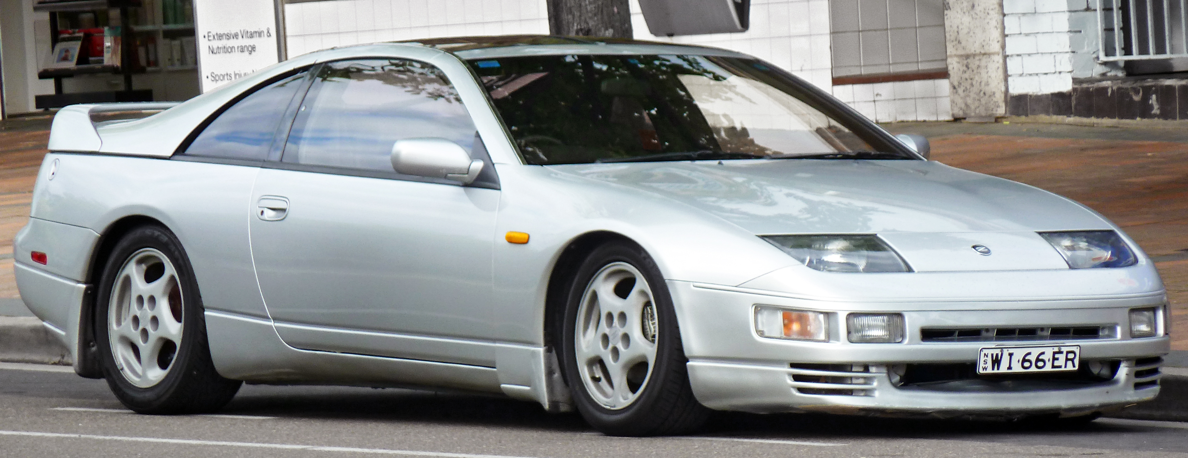 1990_Nissan_300ZX_(Z32)_coupe_(2011-12-0