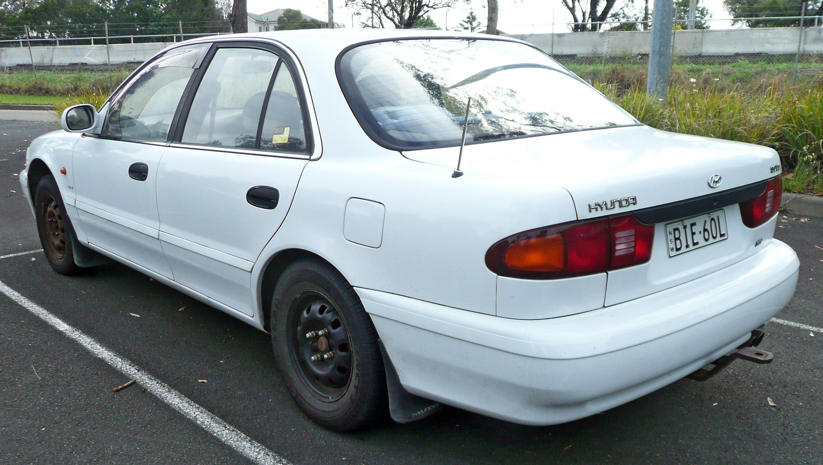 Description 1993-1996 Hyundai Sonata (Y3) GLE sedan 02.jpg
