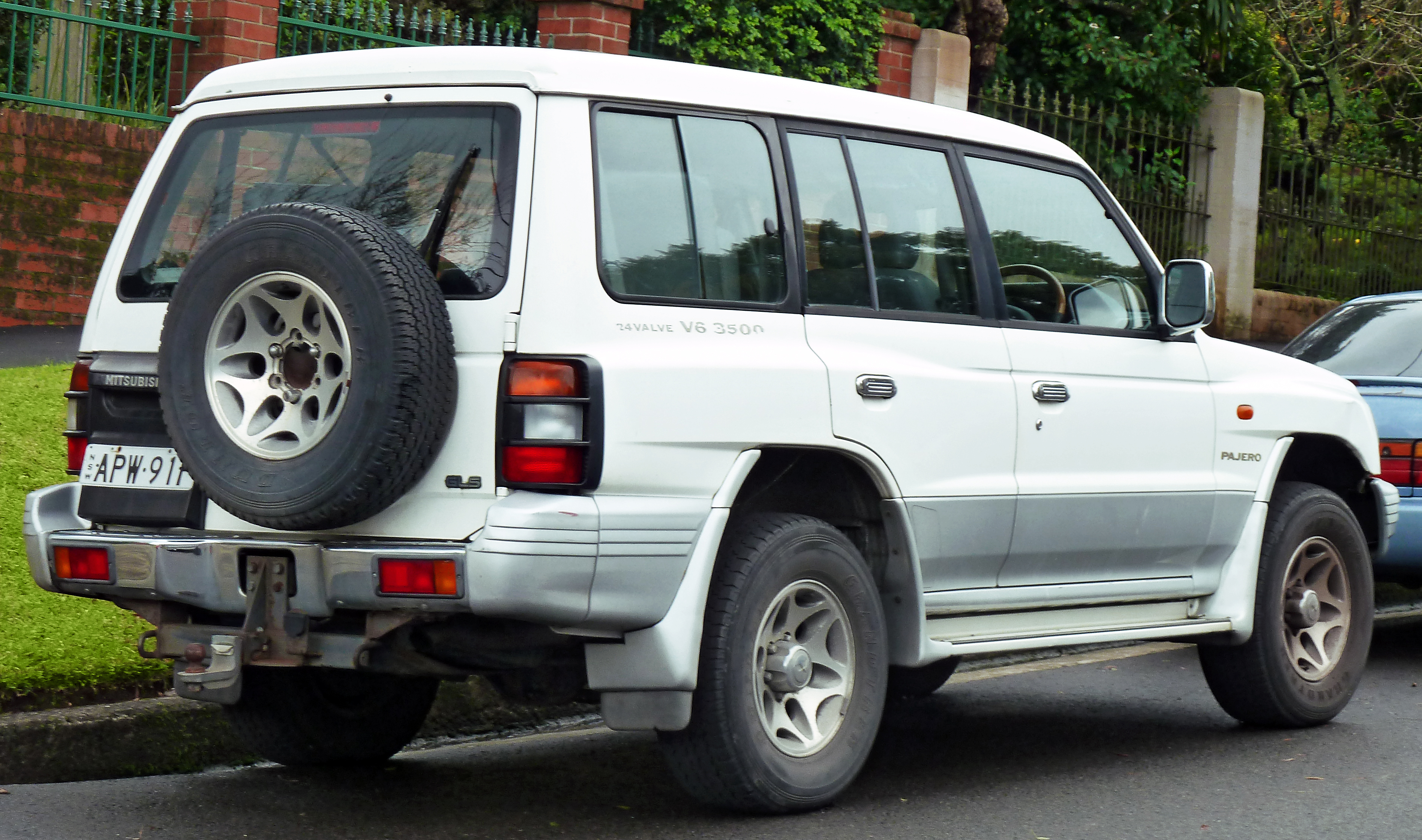 file 1997 mitsubishi pajero nl gls with luxury pack wagon 2011 rh commons wikimedia org Mitsubishi Pajero 1990 1997 mitsubishi montero repair manual