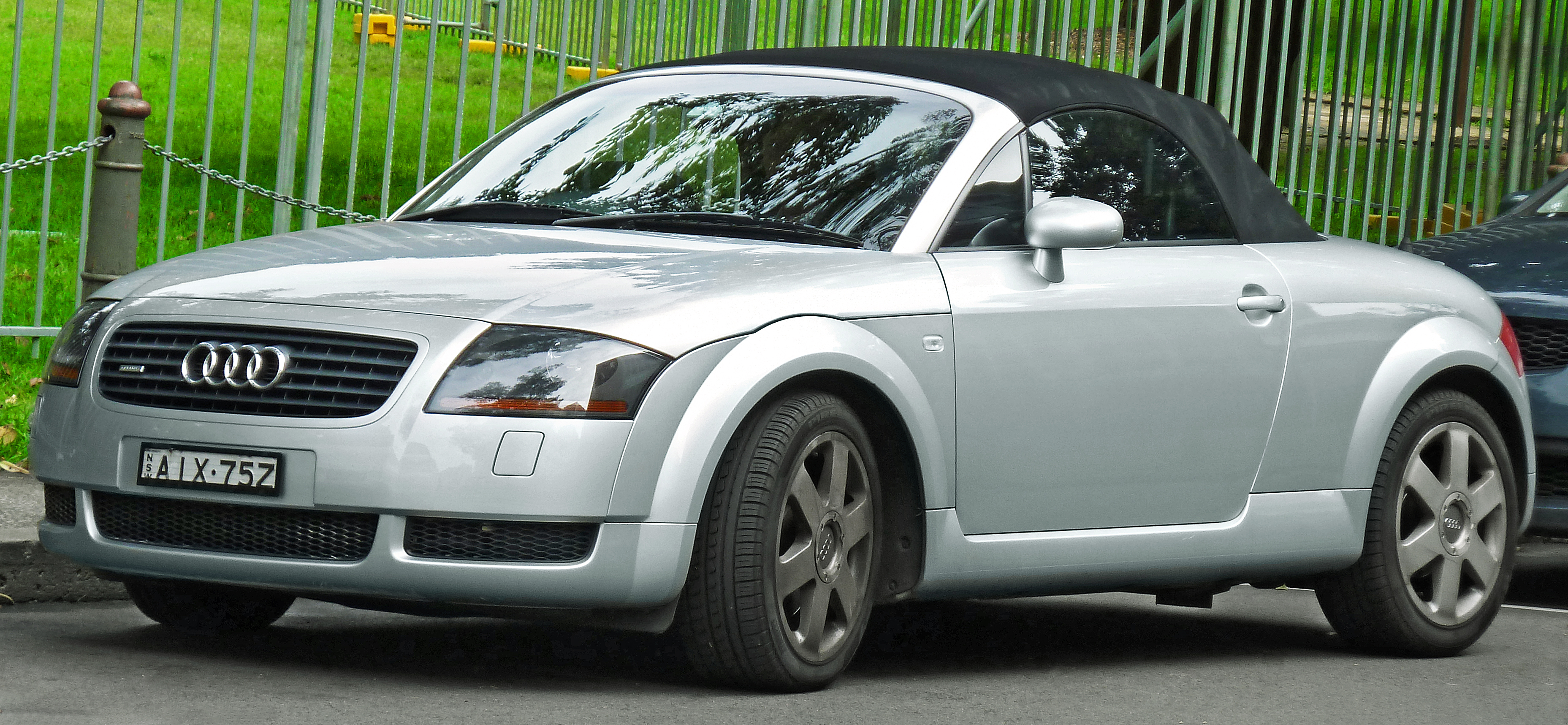 file 2000 audi tt 8n 1 8 t quattro roadster 2011 12 06 wikimedia commons. Black Bedroom Furniture Sets. Home Design Ideas