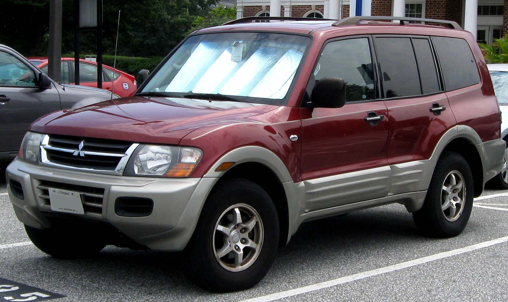 Description 2001-2002 Mitsubishi Montero -- 08-16-2010.jpg