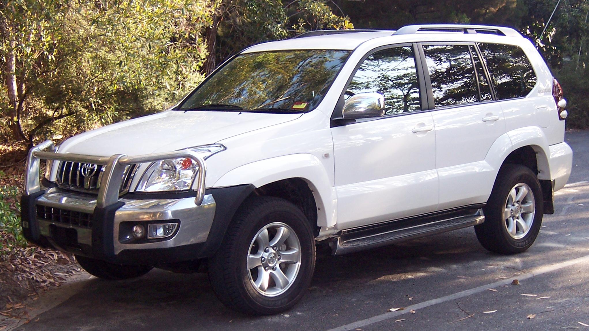 Toyota Land Cruiser Wiki >> File:2003-2007 Toyota Land Cruiser Prado (GRJ120R) 01.jpg - Wikimedia Commons