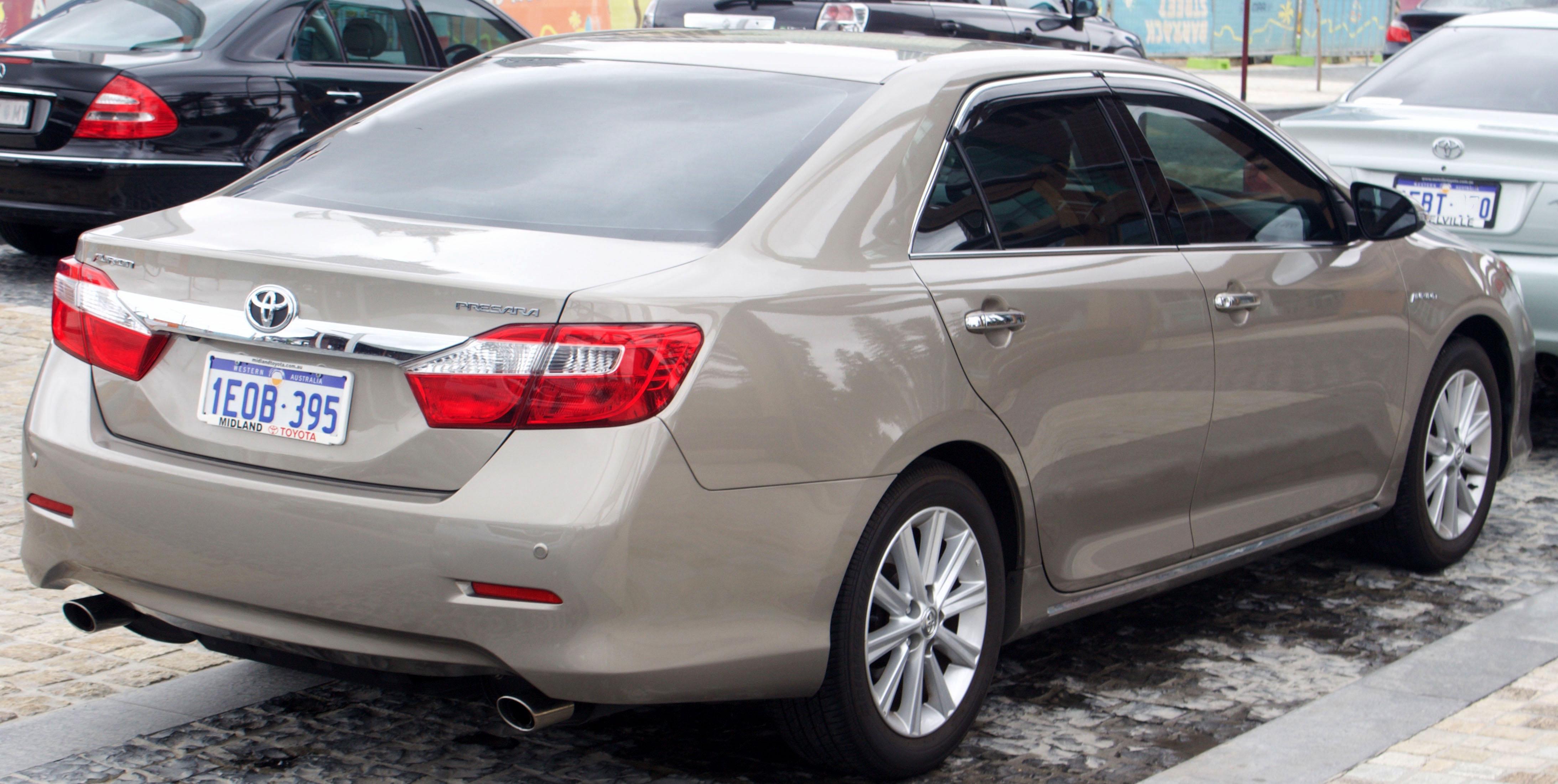 File:2014 Toyota Aurion (GSV50R) Presara sedan (2015-12-06 ...