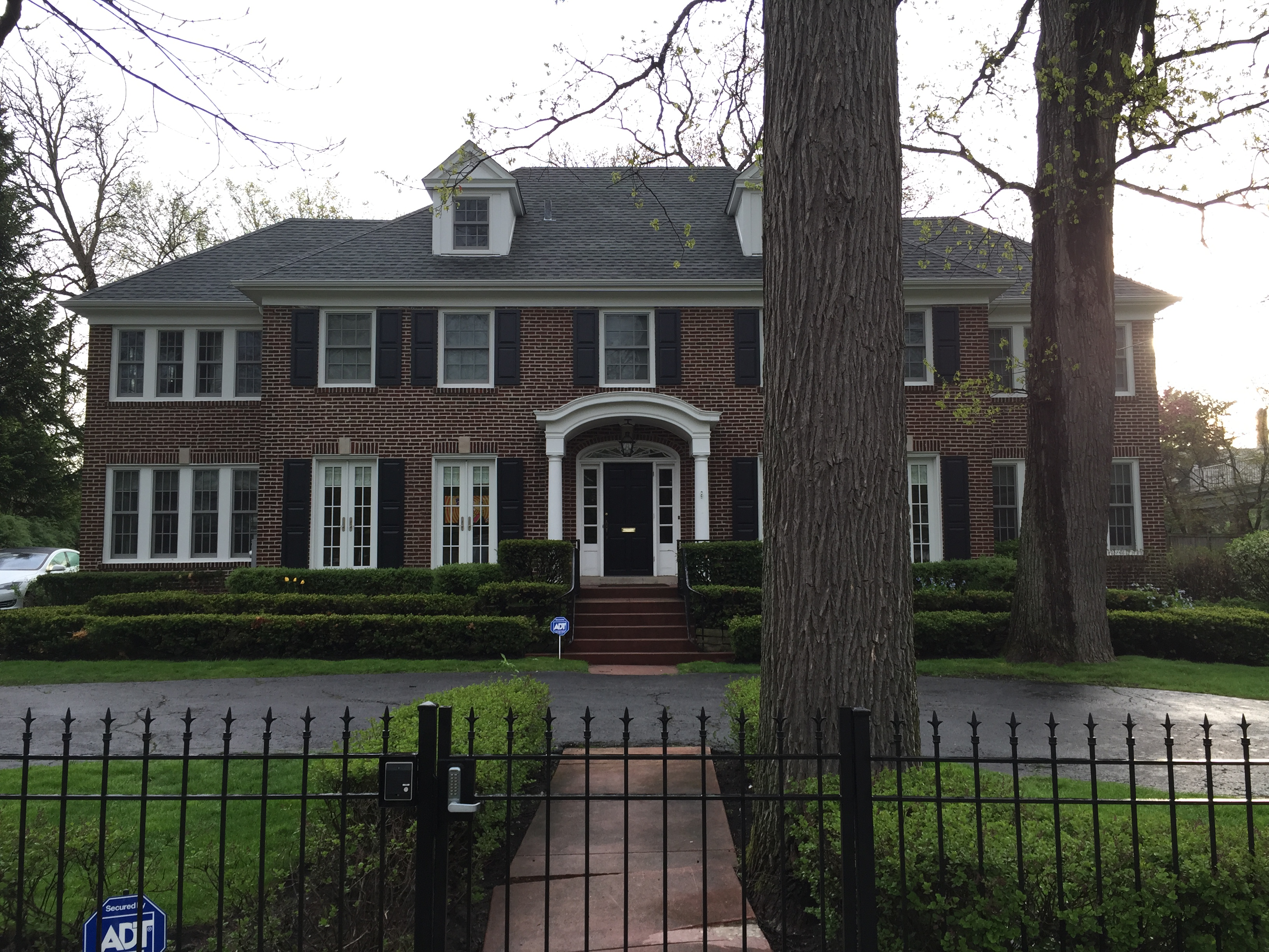 file 2015 05 11 06 40 04 view of the home alone house at 671 lincoln avenue in winnetka. Black Bedroom Furniture Sets. Home Design Ideas