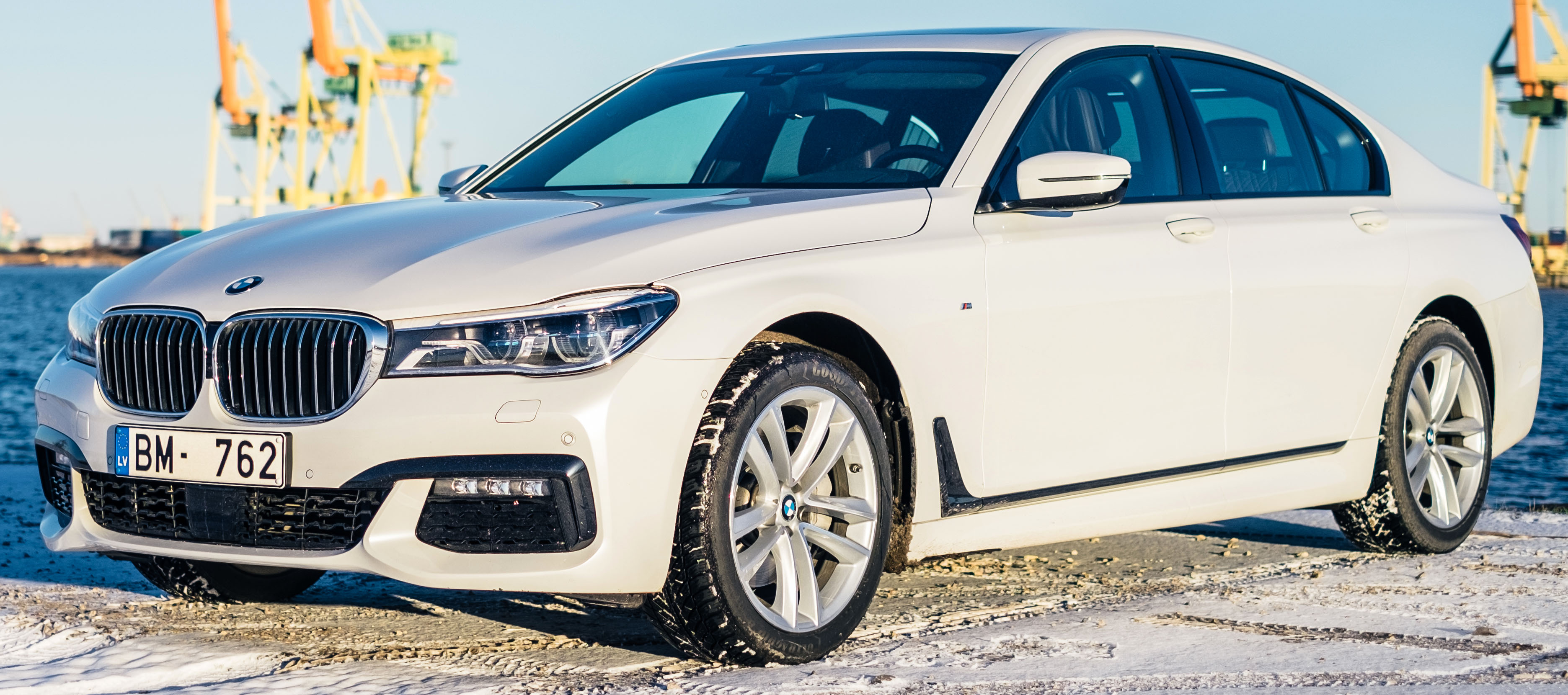 File2016 BMW 7 Series G11 Sedan Front View