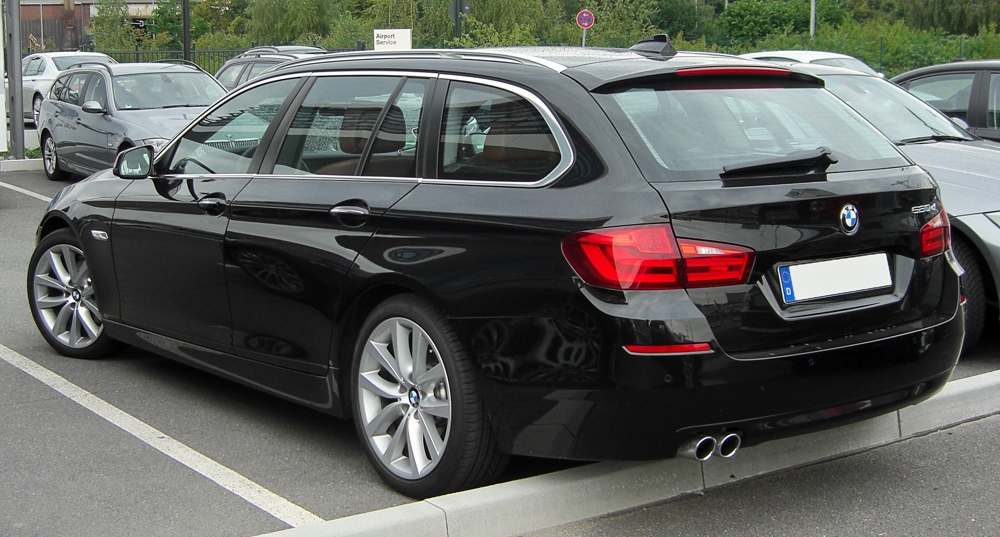 File:BMW 520d Touring (F11) rear 20100731 jpg - Wikimedia Commons