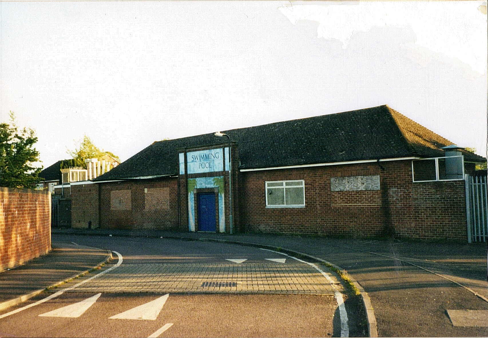 (2882492 bytes) the popular Woodgreen [[swiningpool]] in 2004. It was renovated in 2009 and reopened in 2010. [[Category:Banbury]] [[Category:Swimingpools]]