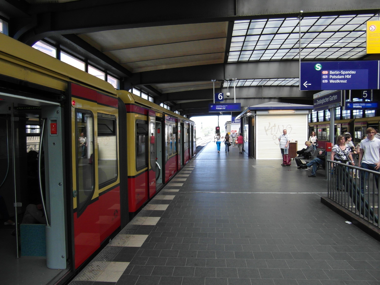 File:Berlin - Bahnhof Zoologischer Garten - Stadtbahn Dekor