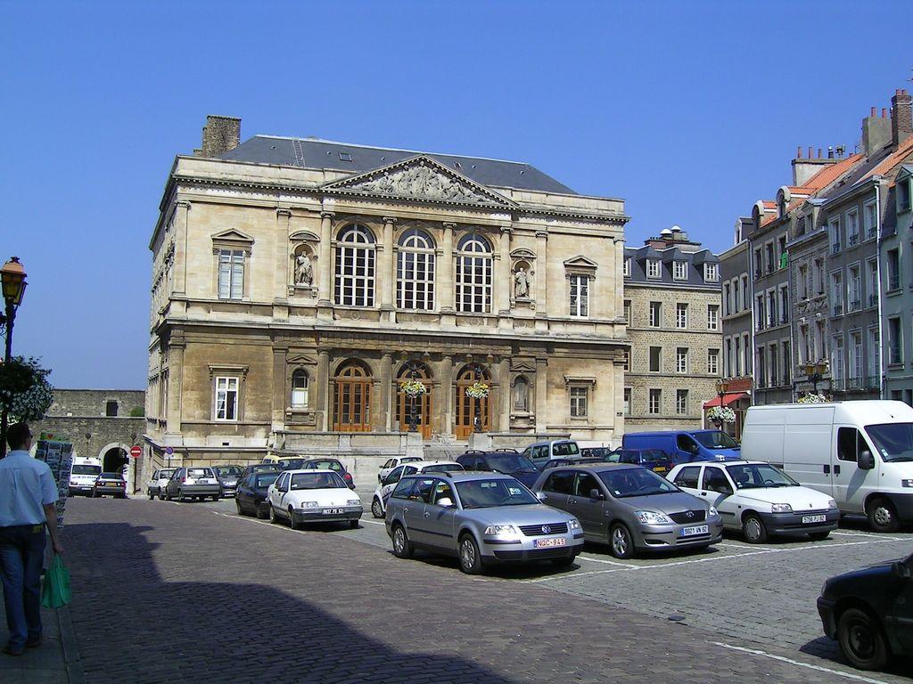 File:Boulogne sur Mer Palais de Justice.jpg - Wikipedia, the free ...