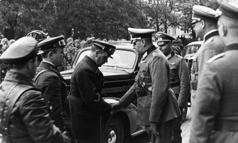 Spotkanie żołnierzy niemieckich i sowieckich we wrześniu 1939 w Lublinie; źródło: Bundesarchiv wikipedia.org