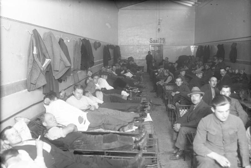Berlin - Schlafsaal im Obdachlosenasyl - Quelle: WikiCommons