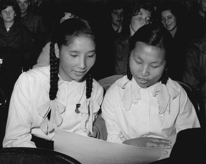 Bundesarchiv Bild 183-74620-0006, Rostock, Auszubildende aus Vietnam.jpg