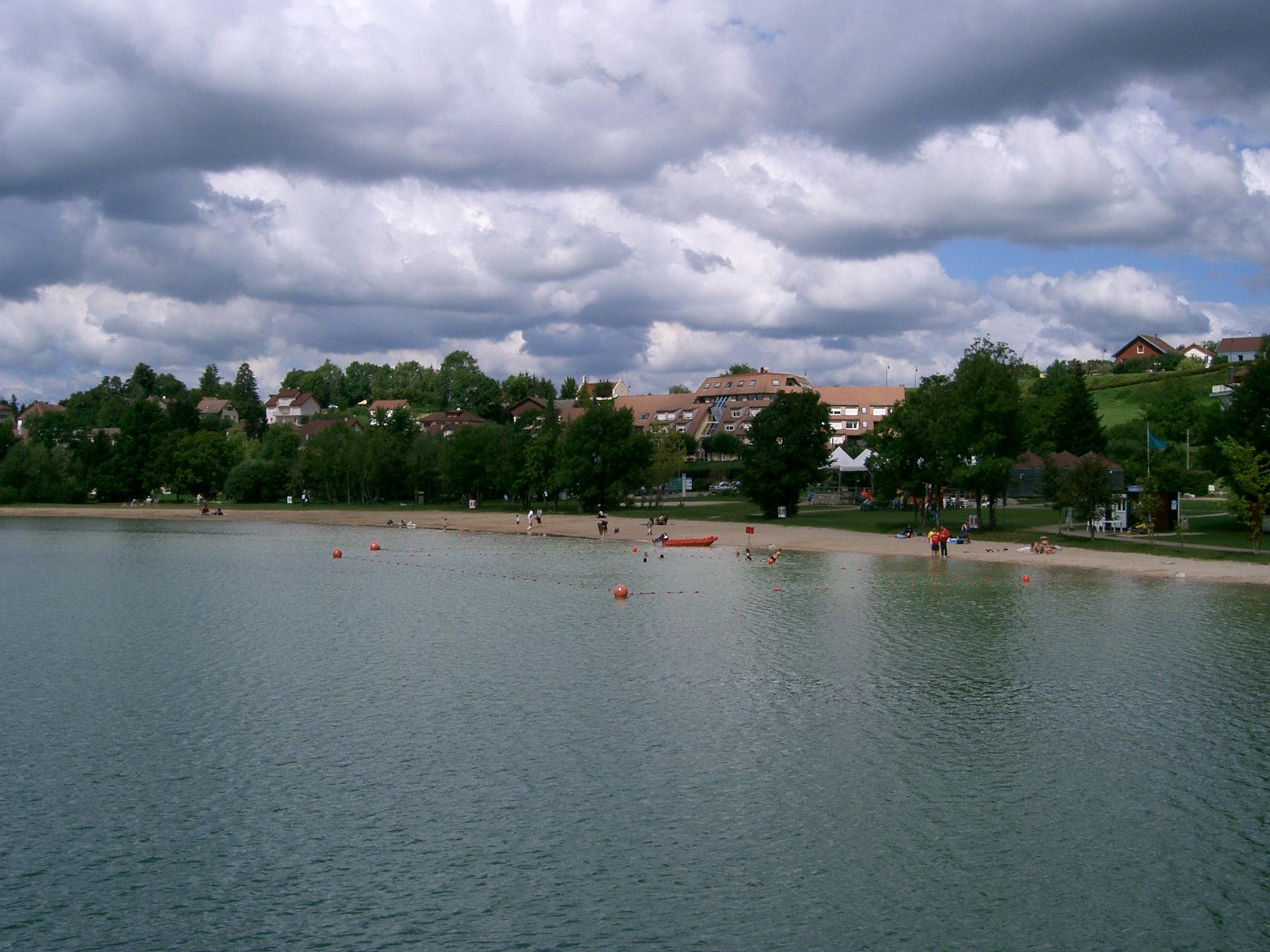 Fichier clairvaux les lacs la plage jpg wikip dia - Office du tourisme clairvaux les lacs ...