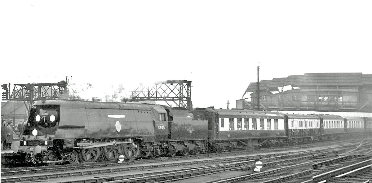 Clapham Junction Sir Winston Churchill%27s Funeral Train geograph 2675150 by Ben Brooksbank - Rail trespassers of 1965
