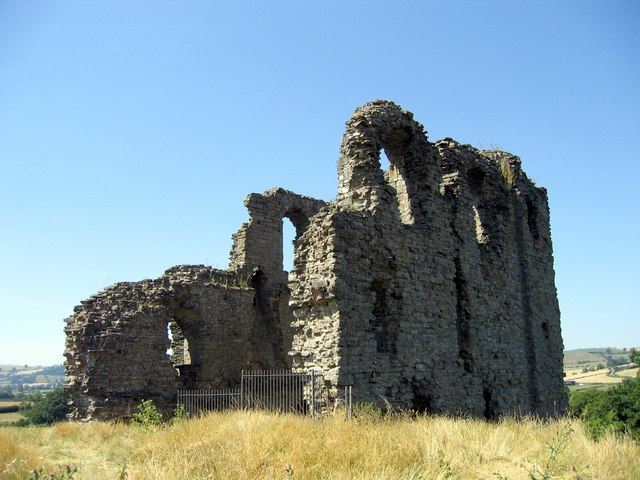 Clun Castle - geograph.org.uk - 1149538